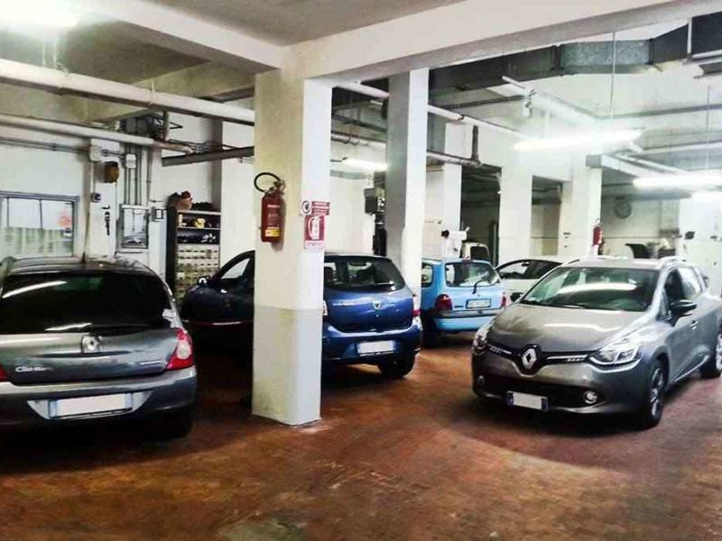 interni dell'autofficina Pinto a Roma