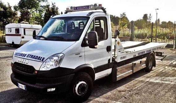 carro attrezzi per soccorso stradale h24 dell'officina pinto